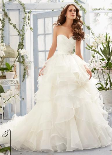 Ex display sale wedding dresses at serenity newton abbot for Last season wedding dresses
